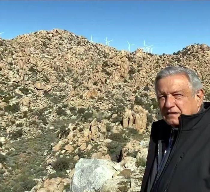 En su gira por Baja California arremetió contra molinos de viento