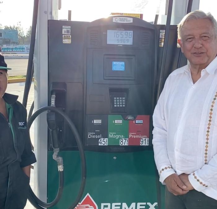AMLO presumió que bajó los precios de la gasolina