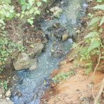 """Descargan aguas residuales en """"Velo de Novia"""" en Valle de Bravo"""